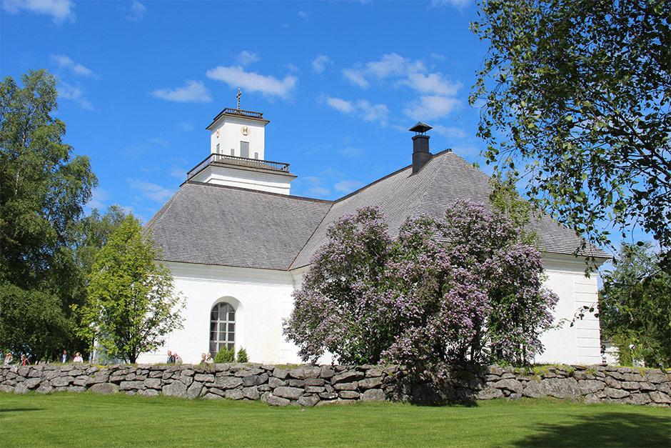 Chydenius toteutti Kokkolan Kirkonmäellä suuria rakennushankkeita, joista mittavin oli 1500-luvulla rakennetun kivikirkon laajennus 1780-luvulla.